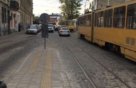 У Львові ДТП призупинило рух трамваїв