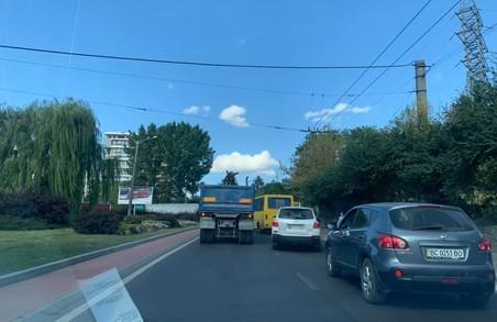 У Львові сталося ДТП за участю автобуса, вантажівки та легковика
