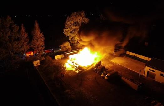 На Прикарпатті учора ввечері згоріло чотири туристичних автобуси