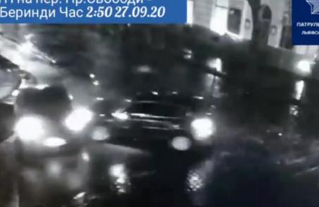 У Львові нетверезий водій протаранив автомобіль таксі