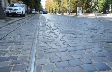 Чиновники Львівської міськради обіцяють, що 70 – 80% дорожнього покриття на вулиці Степана Бандери буде вкрите автентичною бруківкою