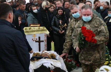 У селі Волиця на Львівщині попрощалися із загиблим курсантом Віталієм Вільховим