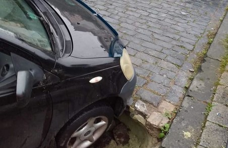 У Львові іще один легковик провалився під землю