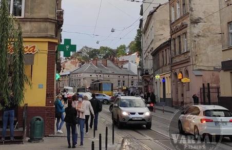 У Львові ДТП на площі Старий Ринок призупинило рух трамваїв