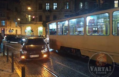 Через ДТП на площі Франка у Львові трамваї № 8 не їдуть на Сихів