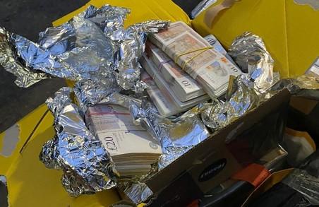 На Львівщині намагалися незаконно ввести в Україну майже 130 тисяч британських фунтів