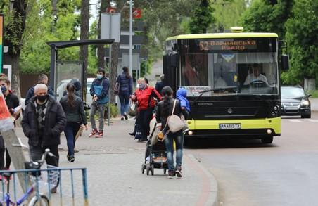 Маруняк обіцяє мешканцям Рудно під Львовом, що автобус № 52 в перспективі курсуватиме до Духовної семінарії