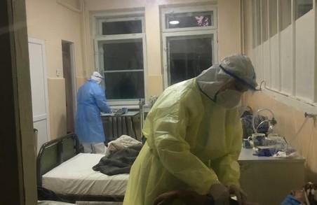 На Львівщині кількість пацієнтів лікарень із COVID-19 зросла майже до 1400