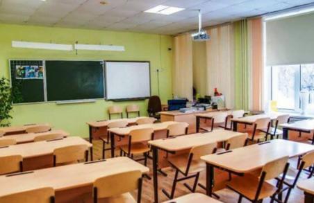 Через COVID-19 на Львівщині із 19 жовтня школярі йдуть на канікули, а студенти переходять на дистанційне навчання