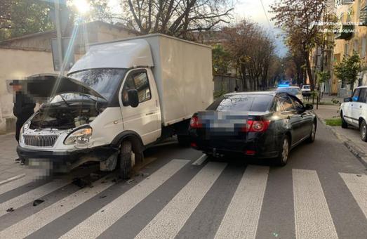 У Львові п'яний водій легковика здійснив зіткнення із вантажною «Газеллю»