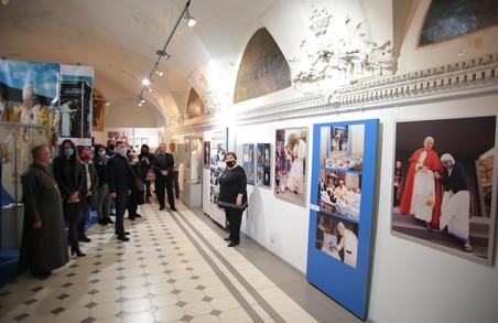 У Львові відкрили виставку присвячену 100-річчю із дня народження Папи Римського Івана-Павла ІІ