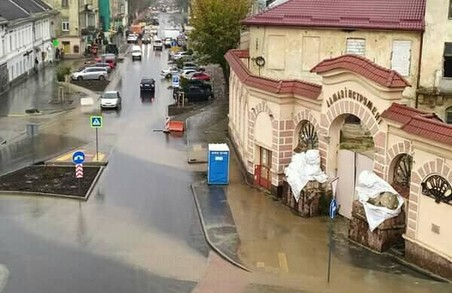 У Львові на ділянці вулиці Богдана Хмельницького, яку затопило, встановлять додаткові дощоприймачі та нанесуть розмітку