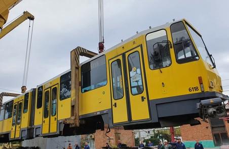 До Запоріжжя привезли трамваї, які у Садового обіцяли закупити для Львова