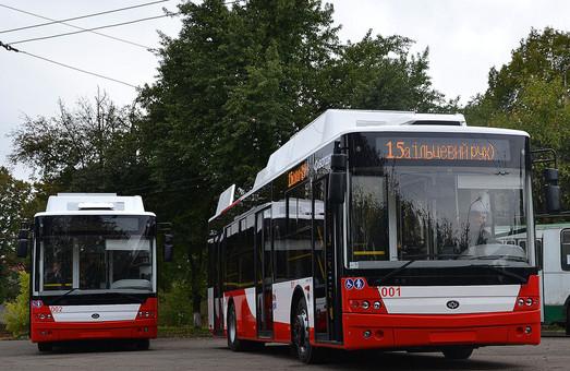 Сьогодні у Луцьку на маршрути № 15 і 15а виходять два новесеньких тролейбуси «Богдан»