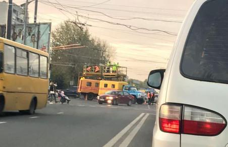 У Львові в авральному порядку доробляли тролейбусну лінію по Хуторівці