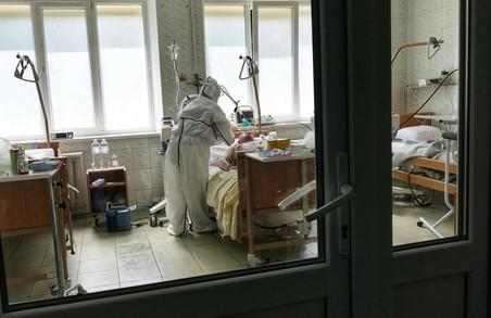 У лікарнях на Львівщині перебуває уже майже 1650 «ковідних» пацієнтів
