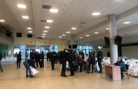 У Львові представники ДВК стоять в чергах, щоб здати бюлетені та протоколи