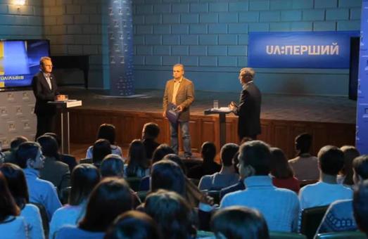 Поки чинний мер Львова Садовий вирішив дебатувати із своїм опонентом Олегом Синюткою