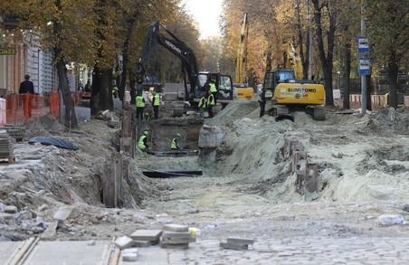 На вулиці Бандери у Львові проводиться заміна каналізаційного колектора