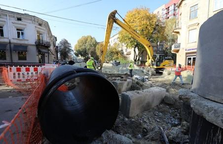 На вулиці Шевченка у Львові уже почали монтувати  трамвайну колію