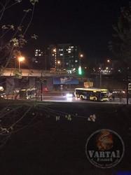 У Львові в районі кінцевої на Хуторівці тролейбус «заплутався» у контактній мережі