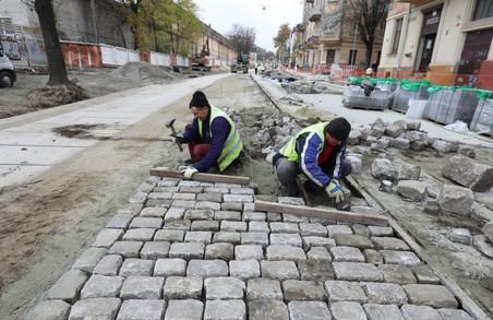 При реконструкції вулиці Шевченка у Львові неякісно укладають бруківку