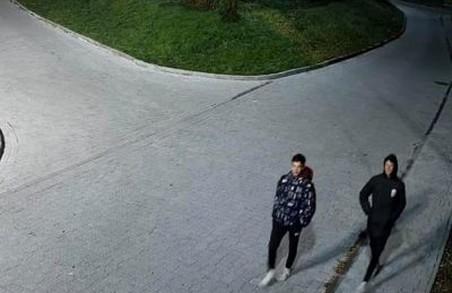 Хлопці, що понищили скульптуру у Винниках, з'явилися з повинною