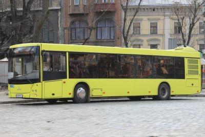 У деяких львівських автобусах тепер можна розрахуватися безконтактно