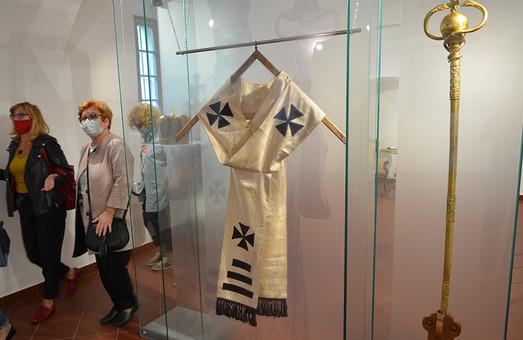 В музеї Шептицького показали жезл, Євангеліє і посуд Митрополита (ФОТО)