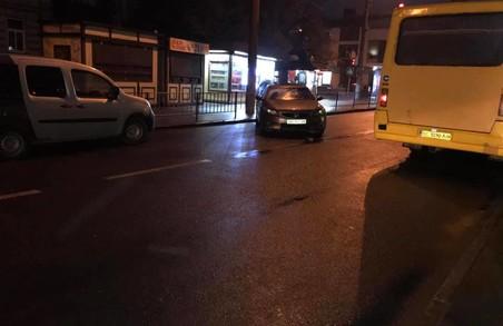У Львові на вулиці Зерновій автохам блокував рух транспорту