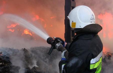 У Львові сьогодні вночі згоріла господарська будівля