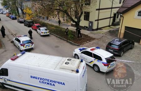 Через підозру на замінування авто у Львові перекрили рух по вулиці Шараневича
