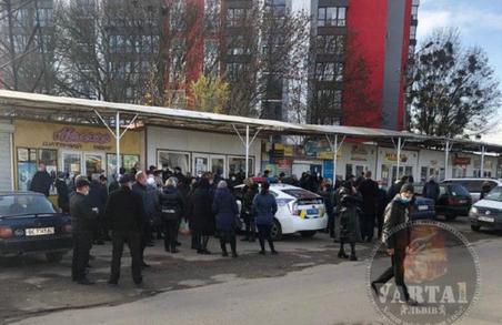 У Львові на ринку «Галицьке перехрестя» виник конфлікт між підприємцями і поліцією