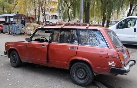 У Львові виявили безхозний легковик ВАЗ-2104