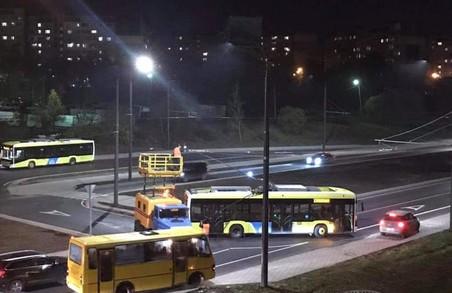 У Львові зранку спостерігали «парад тролейбусів»