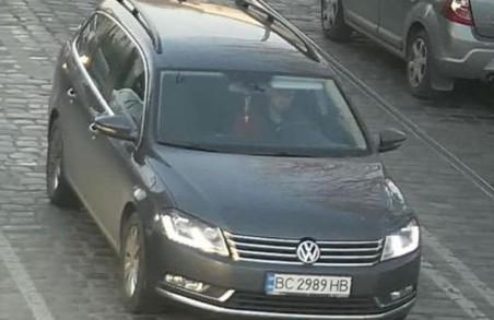 У центрі Львова на офіційній паркові викрали автомобіль