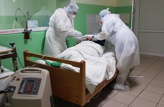 На Львівщині і далі зменшується чисельність «ковідних» пацієнтів, які перебувають на стаціонарному лікуванні