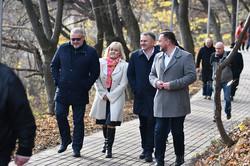 Володимир Квурт та Олег Синютка з дружиною