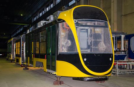 В Дніпрі збирають повністю низькопідлоговий український трамвай