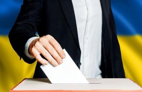У Львові на одній із дільниць виборець кинув у скриньку свій паспорт разом із бюлетенем