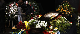 Проводжали оплесками: у Львові попрощались з режисером Романом Віктюком (ФОТО)