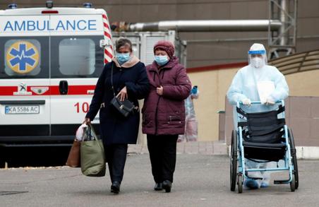 В Україні у вівторок виявили майже 14 тисяч нових випадків COVID-19