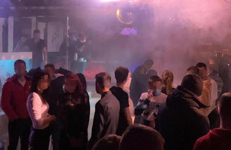 У Львові сьогодні вночі правоохоронці припинили роботу нічного клубу