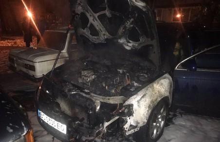 У Львові сьогодні вночі зайнявся автомобіль «Volkswagen Passat»