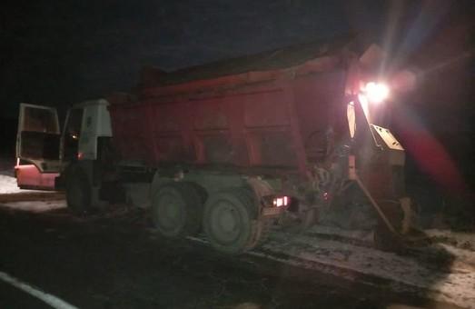 У Жовківському районі на Львівщині під колесами снігоприбирального автомобіля загинула людина