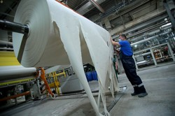 Губернатор Львівщини знайомився, як виготовляють паперові вироби у Гніздичеві (ФОТО)
