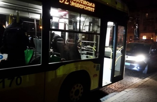 Учора літний львів'янин помер у салоні тролейбуса