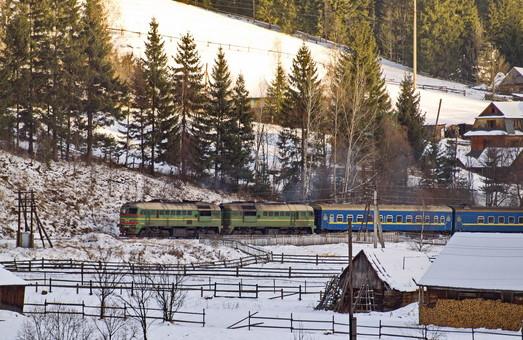 «Укрзалізниця» до зимових свят призначила додаткові рейси потягів Одеса – Чернівці та Київ – Рахів