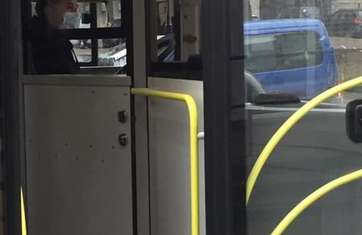 Водії комунальних автобусів Львова відмовляють школярам у безкоштовному проїзді
