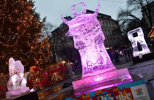 У центрі Львова митці створили льодові скульптури (ФОТО)